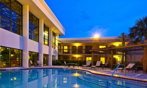 Outdoor Pool of Crowne Plaza Jacksonville Airport Hotel